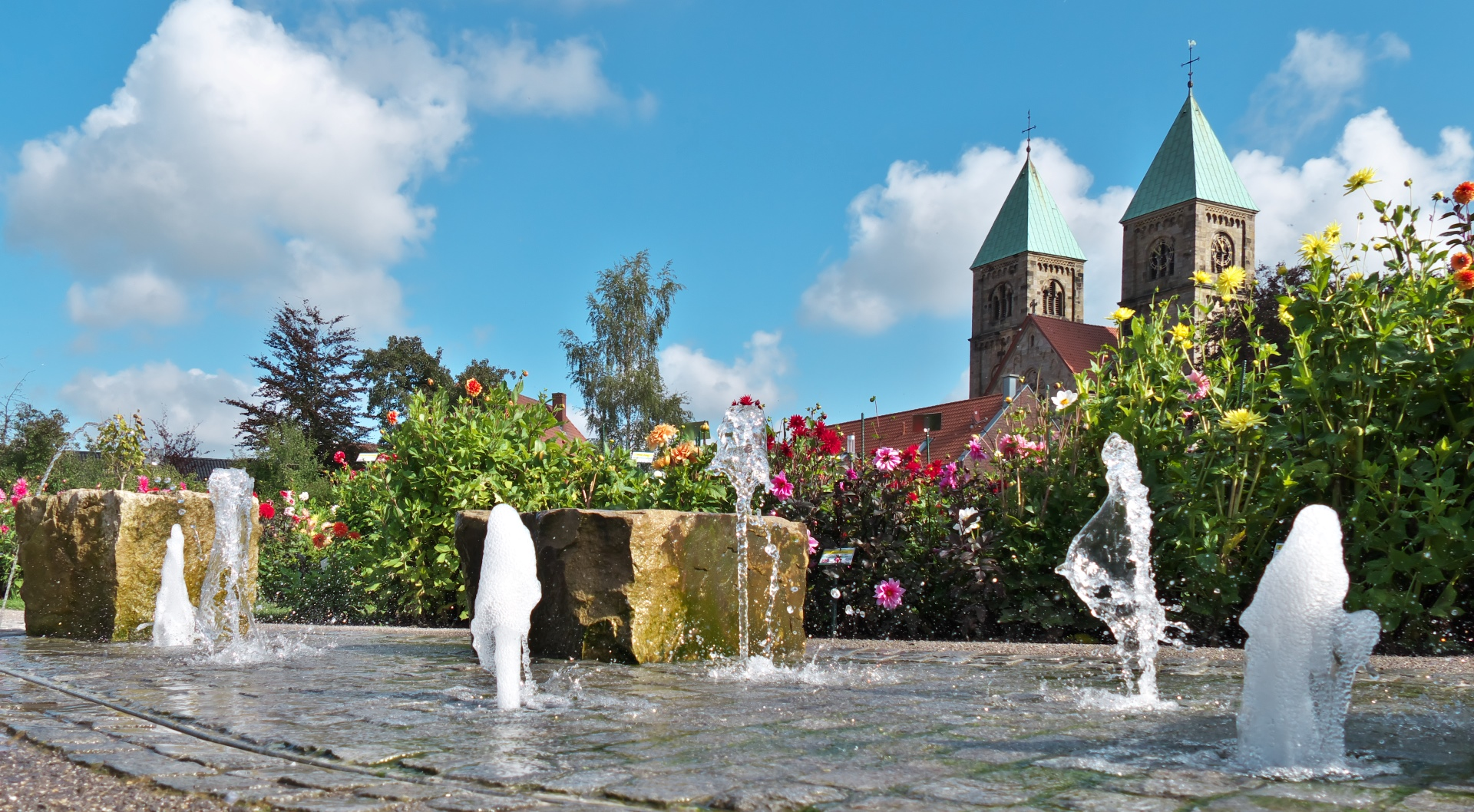 Unser Dahliengarten - Treffpunkt für Alt und Jung in der Ortsmitte