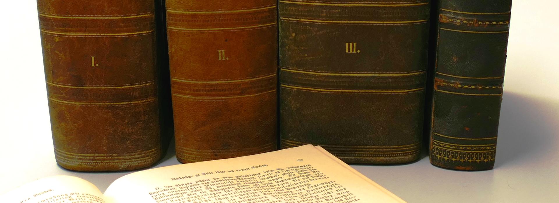 Alte Gesetzesbände